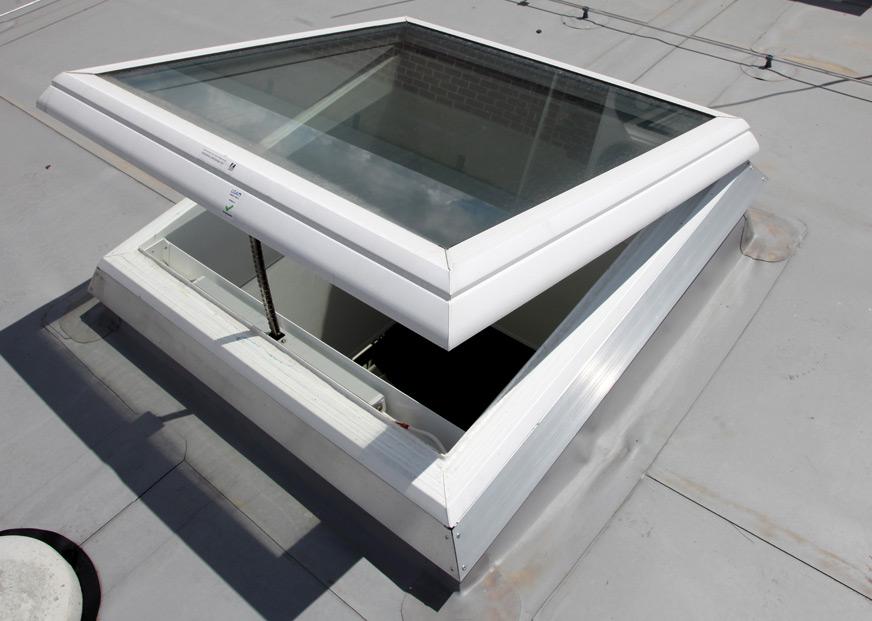 Lucernario in vetro antisfondamento e autopulente a taglio - Finestre antisfondamento prezzi ...
