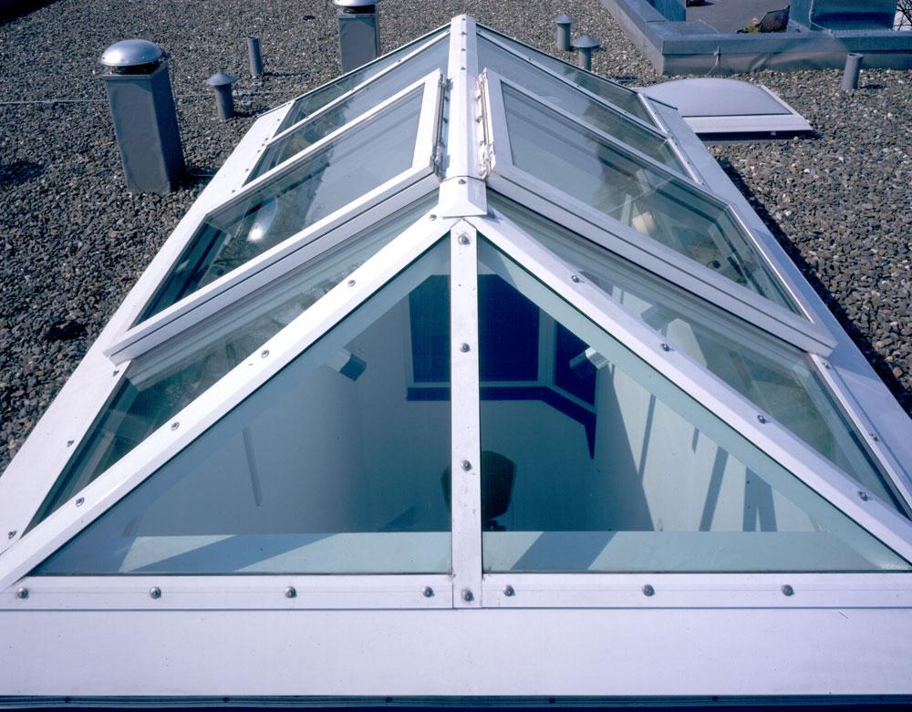 Coperture in vetro shed tetto in vetro da greenlux lucernari for Tettoia inclinata del tetto