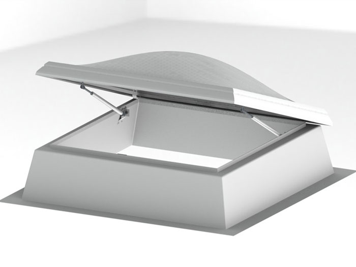Lucernari a cupola a passo d 39 uomo con apertura manuale o for Lucernari per tetti